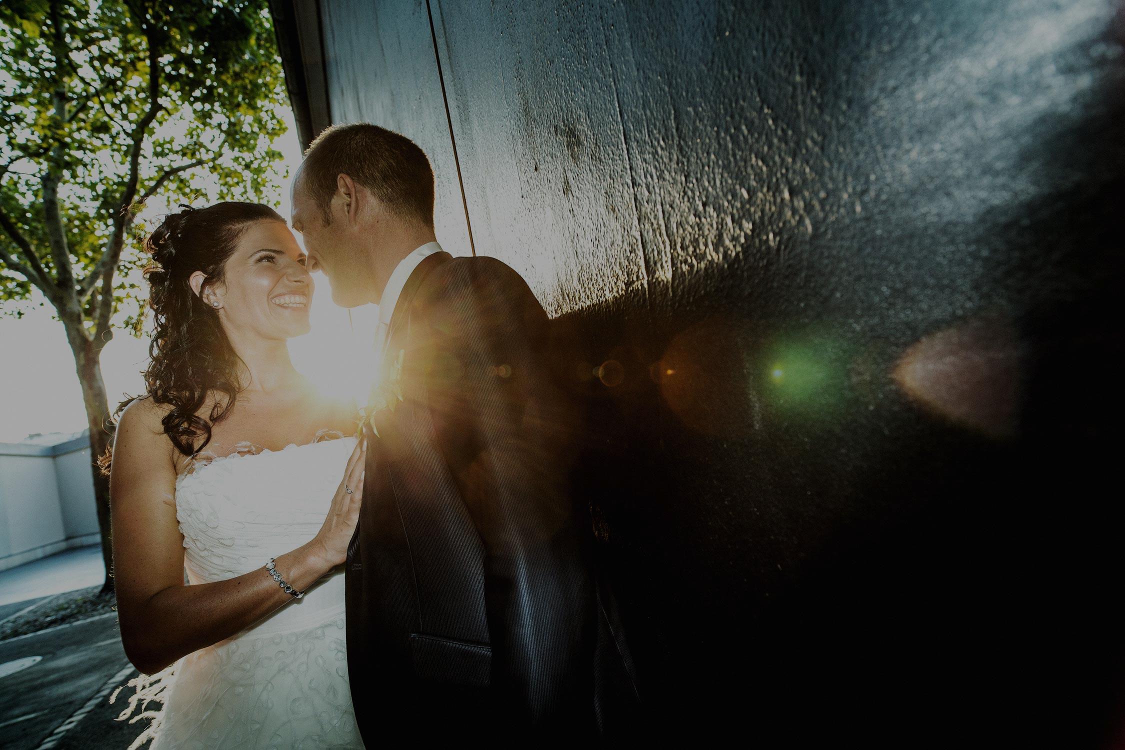 Hochzeitsfotografie Basel Brautpaar im Sonnenlicht