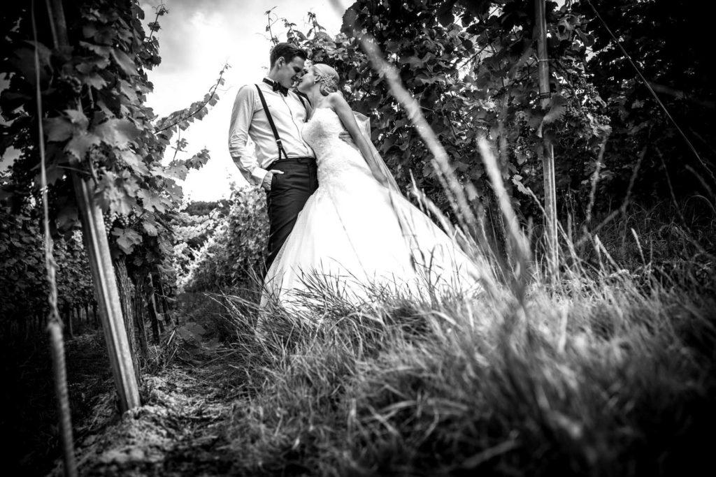 Hochzeitsfotograf_Freiburg_Umgebung_Franz_Keller_Paarshooting_in_Reben
