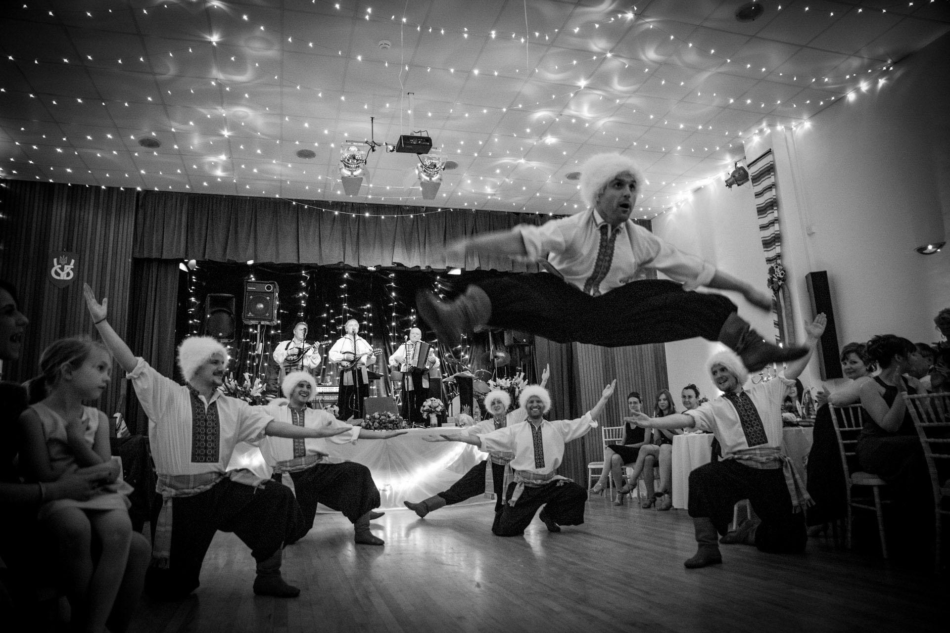 Hochzeitsreportage_Freiburg_Basel_Feier_London ukrainischer Tanz Hopak